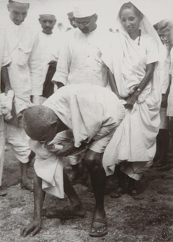 Life of Mahatma Gandhi Through Pictures