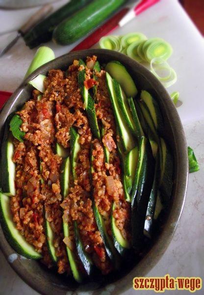 Tort cukiniowo-jaglany | szczypta-wege przepisy wegańskie i wegetariańskie - zdrowe pomysły na obiad i inne okazje
