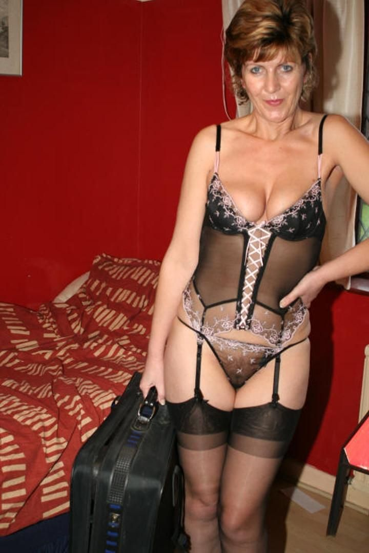 older women milf porn These reviewed sites all star mature women also known as MILFs.