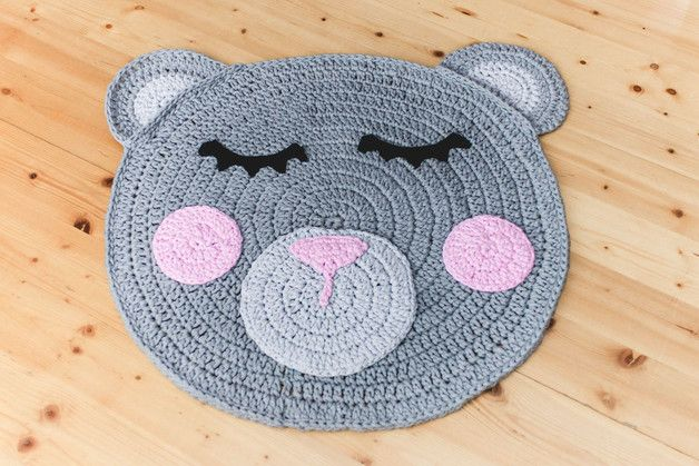 DYWAN ŚPIĄCY MIŚ 100 cm RĘCZNIE DZIERGANY - Rabarbar-Handmade - Dywany dla niemowląt