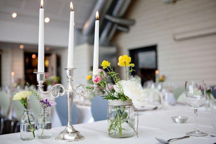 Markblomster i et Norgesglass. Fotograf Julie Vold og Theresia Pauls