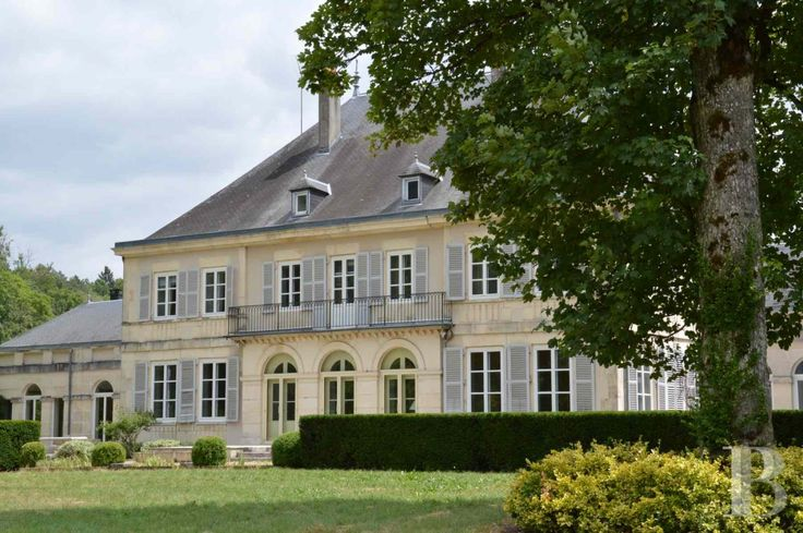 € 848,000. A 19th century castle and its estate with a river running through  amidst tall trees in the south of Haute-Marne.