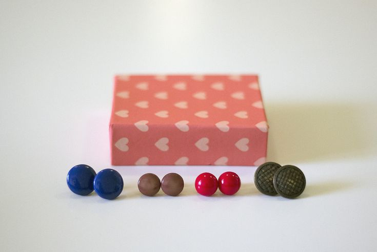 DIY earrings / DIY-korvakorut napeista