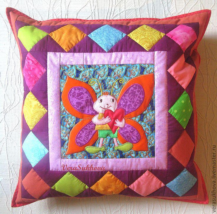 """Купить Лоскутная подушка """"Влюблённый Мотылёк"""" - подушка, декоративная подушка, диванная подушка, лоскутная подушка"""
