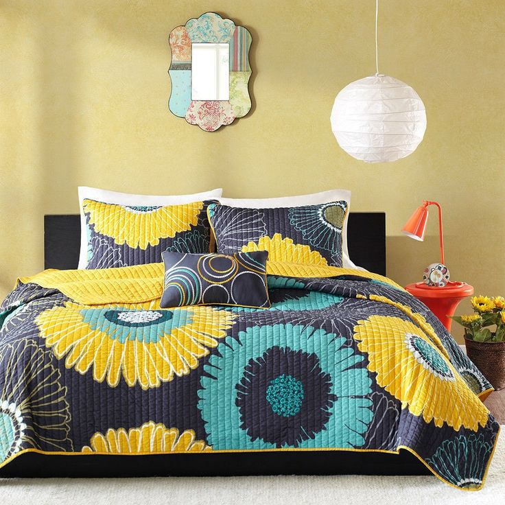 Twin / Twin XL Navy Blue Yellow Oversized Floral 3 Piece Coverlet Quilt Set