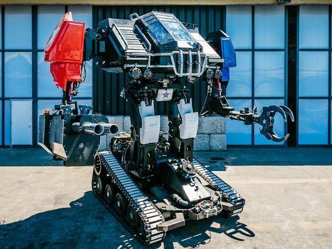 Organizzata dopo due anni una gara tra prototipi creati in Usa e Giappone. Alti 5 metri, pesano tonnellate: hanno gli artigli e sparano (vernice)