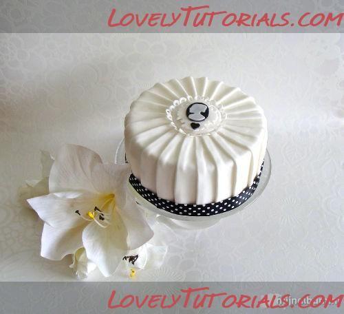 Pleated cake tutorial