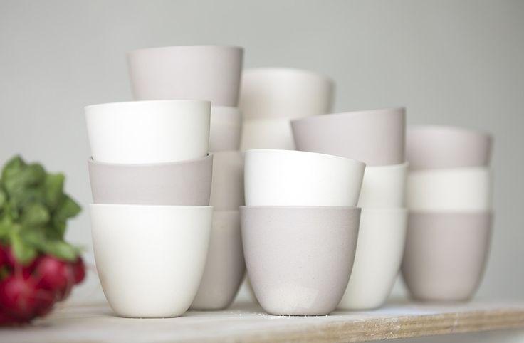 De perfectie van imperfectie Met de 'Reglaze' servies collectie heeft vormgever Charlotte Landsheer van Cor Unum een mooie oplossing gevonden om klei- en glazuurafval te hergebruiken. Want wat...
