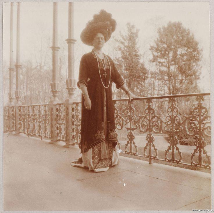 Какое шикарное платье и шляпа! Александра Федоровна