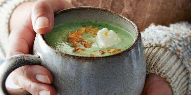 Boodschappen - Broccoli-amandelsoep met roquefort en amandelcrunch