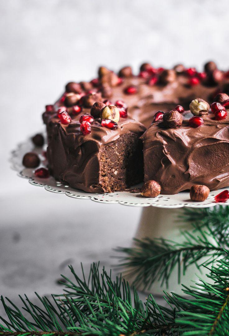 Veganer Schokoladen-Haselnuss-Kuchen mit Schokoladen-Ganache | occasionallyeggs.com