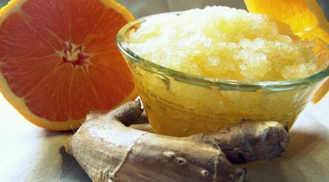 Berikut cara membuat scrub kaki dengan esensial jeruk dan jahe untuk menghangatkan persendian kaki.