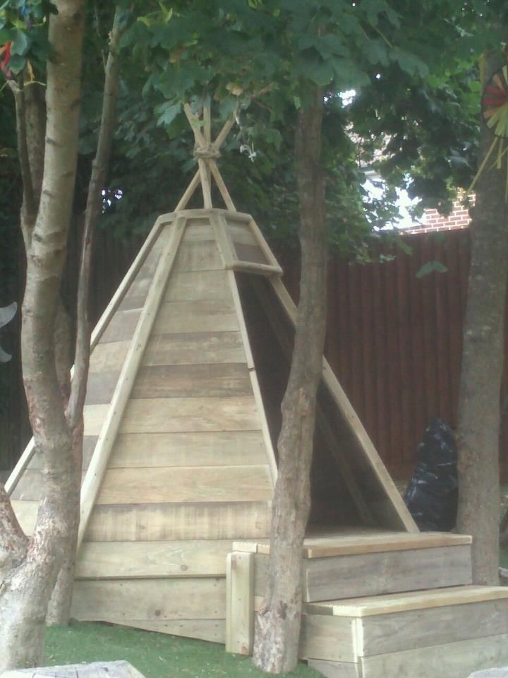 Wigwam or tipi play house recycled and upcycled using pallet wood, scaffold boards and decking. Ideal for home, school sensory playarea by www.joehartdesigns.co.uk