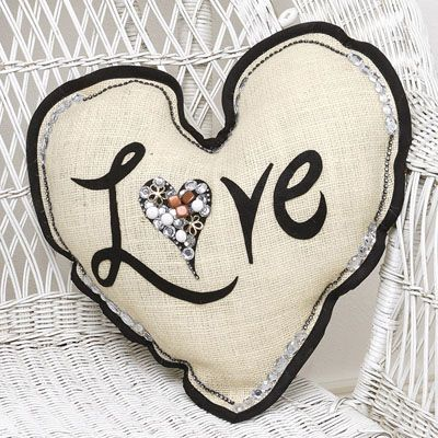 We #LOVE this burlap pillow project from @ILoveto CreatePillows Projects, Crafts Ideas, Burlap Heart, Heart Burlap, Pillows Tutorials, Pennies Shima, Heart Pillows, Burlap Pillows, Crafts Taste