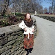 Häkeln-Schal ist mit 3D Crochet freeform Rosen und Blatt Franse verschönert. Farben sind dunkel schokoladenbraun, Mokka und Staub Rosa. Eine Kombination dieser erdig und natürliche Farben sieht gorgeous. Eine Separate zusätzliche stieg wie eine Brosche gratis ist. Sie können es mit diesen Schal oder als Armband zu tragen. Kann als ein Gebet Schal verwendet werden. Ich gab ihm einen Namen Meine Rose Garden. Hergestellt aus sehr weiche und warme wolle / Mohair / Acryl mischen. Es ist ...