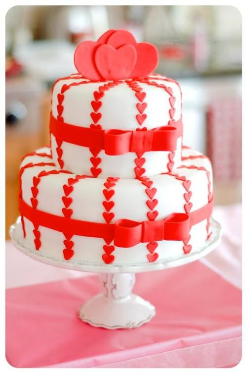 love this cake for Valentine's Day