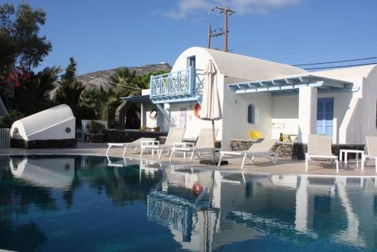 Live your myth in #Santorini and experience the perfect #summer #holidays in #MarilliaVillage! #poolbar #Santorini #Cyclades #Greece #holidays #vacation #relax #rest #summer