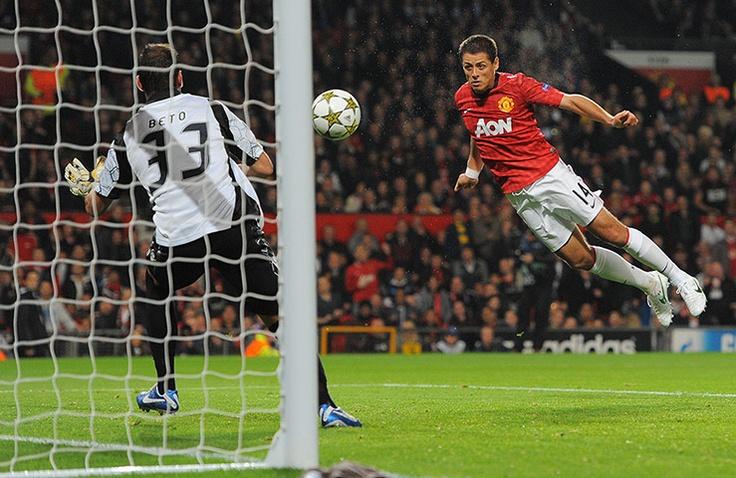 Manchester United's Javier Hernandez scores past SC Braga's goalkeeper Beto
