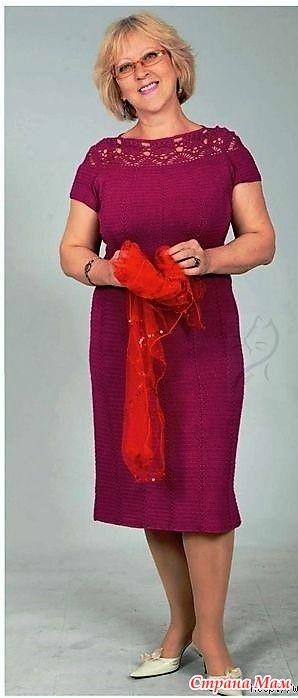 Спасибо автору Игнатовой Т. Л. Это платье выглядит очень стильно и элегантно. Его очень украшает ажурные вставки в плечевых швах и спинке. А цвет просто роскошный! «Вяжем крючком» №129-130