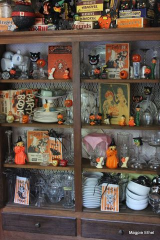 17 best ideas about vintage halloween decorations on pinterest halloween table decorations. Black Bedroom Furniture Sets. Home Design Ideas