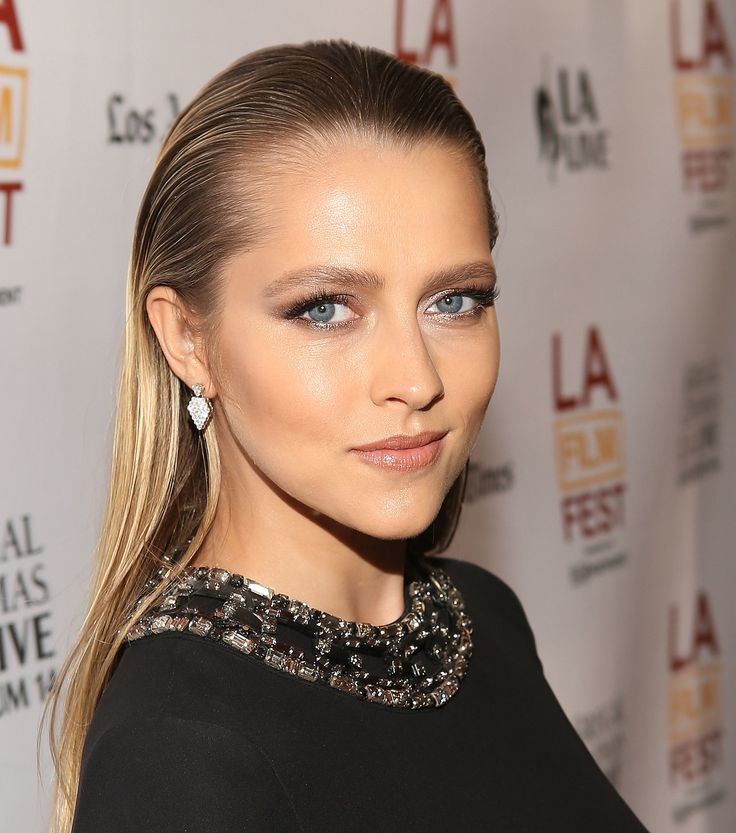 At the Los Angeles Film Festival screening of Cut Bank, Teresa Palmer slicked back her hair into a dual-textured look.