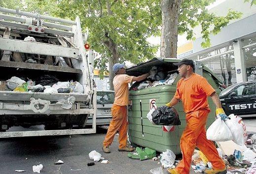 Vecinos de Mataderos denuncian que los camiones de basura corren picadas