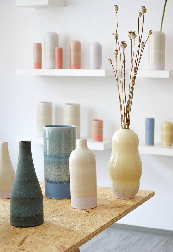 Handgemachte Vasen von Tortus Copenhagen. Erhältlich bei Love Objects Lüneburg bei Hamburg, Salzstraße 23, Keramik, Keramikwerkstatt, Töpferei, Design. http://www.love-objects.de