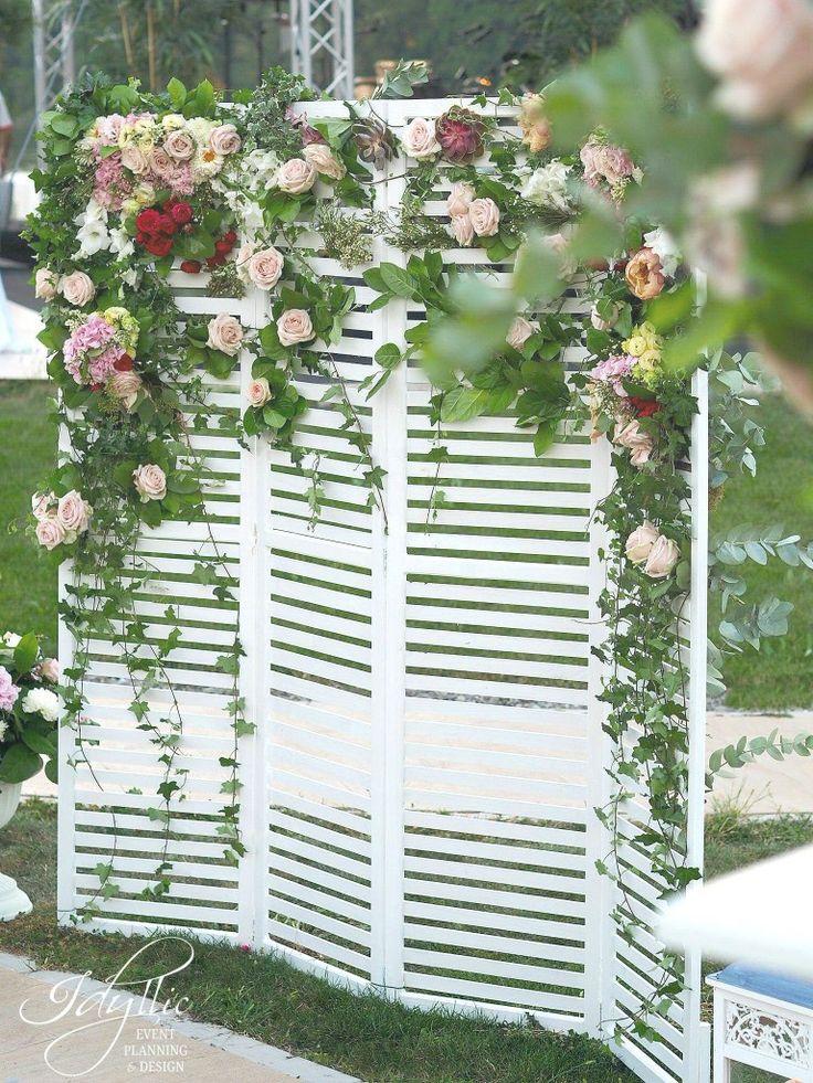 Garden wedding photo corner / panou decorat cu flori / design si productie Idyllic Events / nunta Snagov Romania