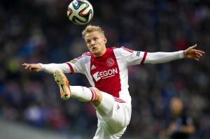 """Nicolai Boilesen maakt zondag in de Klassieker zijn rentree voor Ajax. Dat liet Frank de Boer weten tijdens de persconferentie. """"Ja, hij speelt zondag"""". Boilesen was sinds eind november uit de roulatie wegens een knieblessure."""