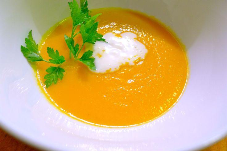 Морковный суп с медом https://foodmag.me/morkovnyj-sup-s-medom  Время приготовления: 60 мин. Сложность приготовления: Просто Количество порций: 2 Количество ингредиентов: 7  Ингредиенты: 450 г молодой моркови.  1 стакан куриного бульона.  пол луковицы.  0.5 стакана молока.  0.25 стакана меда.  0.1 ч. ложки молотого мускатного ореха.  сметана.  Этапы приготовления: Помыть и почистить овощи. Лук мелко порубить. Морковь порезать кружочками. В большую кастрюлю влить бульон, добавить нарезанный…