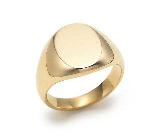 Tiffany & Co. chevalière Oval http://www.vogue.fr/vogue-hommes/mode/diaporama/chevalieres-bagues-homme-bijoux/20972/image/1109758#!tiffany-amp-co-chevaliere-oval