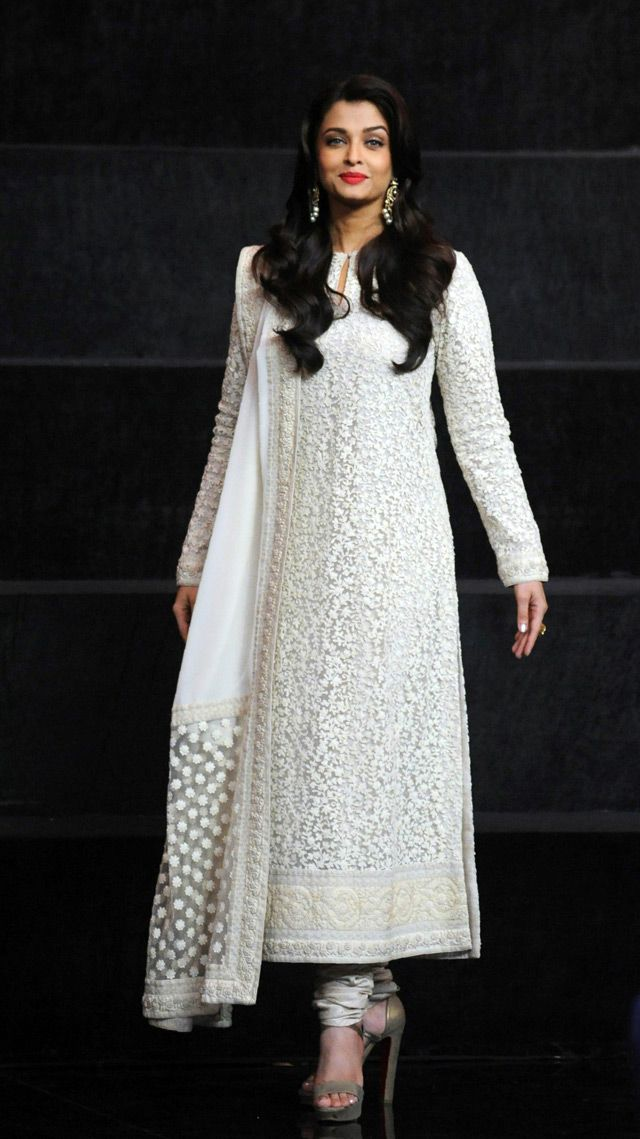 Classic Indian beauty: Aishwarya Rai, Malaika, Kirron Kher... - Emirates 24|7