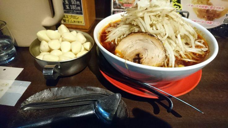 帝王ラーメン これが勝浦式タンタンメン 玉ねぎが煮込んであります。 辛さ5・大盛・もやし特盛・潰しニンニク5 最強のラーメンが出来上がり!
