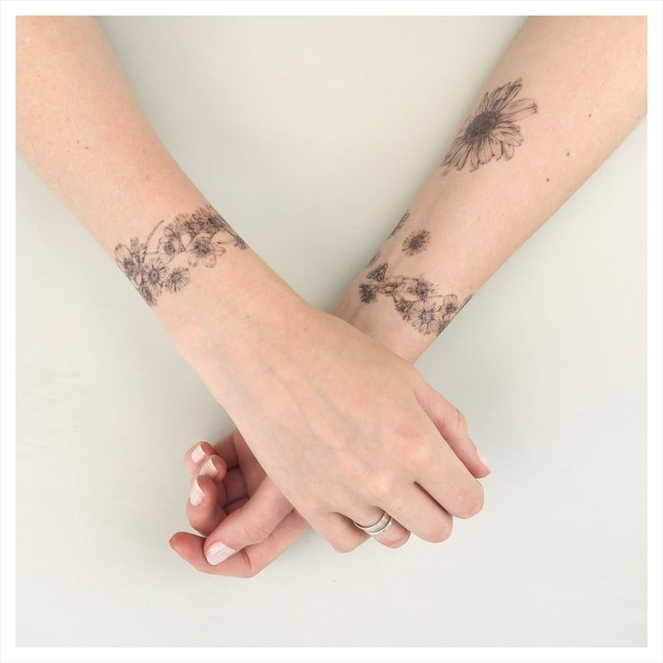 Delicate daisy chain and flower head temporary tattoos. Adorn yourself with these pretty wild flowers. All the fun of real tattoos with none of the pain or long-term commitment!Taken from Victoria's original illustrations, each 'tattoo' pack comes with full application instructions , ready to carefully cut out, share and wear. Perfect for festival season!Choose from either a single daisy chain bracelet and one small flower head OR our complete set. The delightful packaging m...