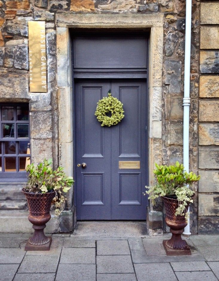 10 Favorite Christmas Holiday Wreaths for the Front Door | Gardenista
