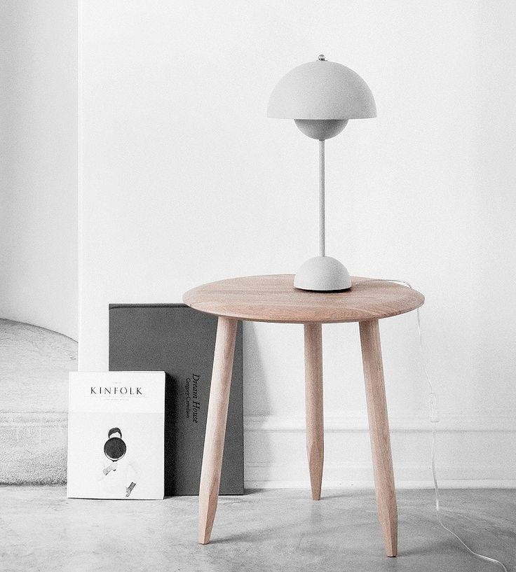 Die Flowerpot Lampe ist ein wahrer Klassiker des dänischen Designs, sie besticht durch den Lampenschirm, der von zwei Halbkugeln geprägt wird. Hier entdecken und shoppen: https://sturbock.me/CB2