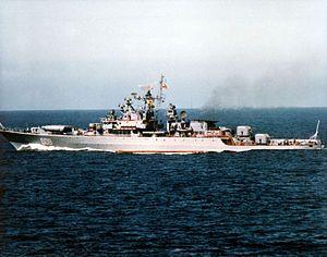 Retivyy1985.jpg                   Armamento:  4 × URPK-4 Metel (SS-N-14 'Silex') misiles anti-submarinos (1x4)  4 × ZIF-122 4K33 lanzadores (22) con 40 4K33 OSA-M (SA-N-4'Gecko ') misiles de superficie a aire  Pistolas AK-726 de 4 x 76 mm (3 pulgadas) (2 x 2)  Pistolas de 2 x 45 mm (2 pulgadas) de 21 KM (2 x 1)  2 × RBU-6000 Smerch-2 Cohetes anti-submarinos  Tubos de torpedo de 8 x 533 mm (21 pulg) (2 x 4 )  18 minas