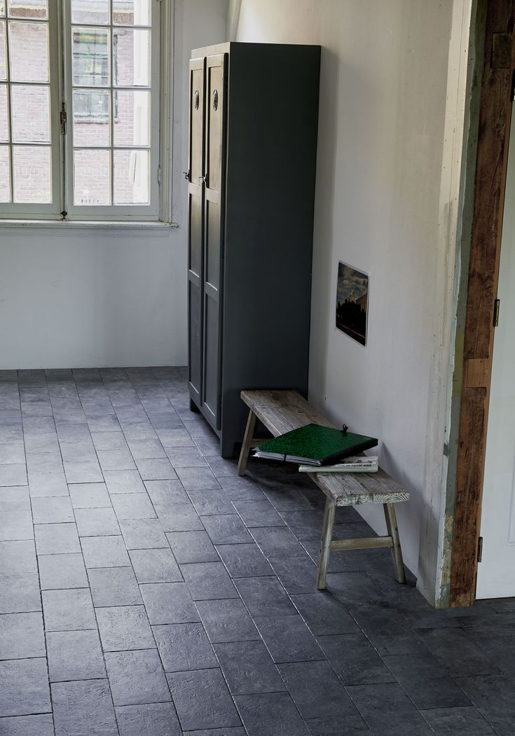 Grey tiles in the hallway with wooden side bench | Styling Fietje Bruijn, Frans Uyterlinde | Photographer Dennis Brandsma, Jansje Klazinga | vtwonen catalog autumn 2015 | #vtwonencollectie