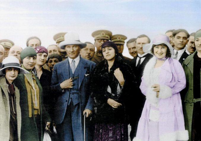 5 Aralık Dünya Kadın Hakları Günü ve Türk Kadınına Seçme ve Seçilme Hakkı tanınmasının 81. yıl dönümü kutlu olsun!