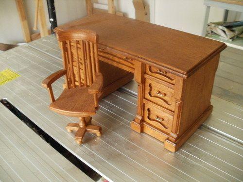 Nábytek pro panenky- pracovní stůl