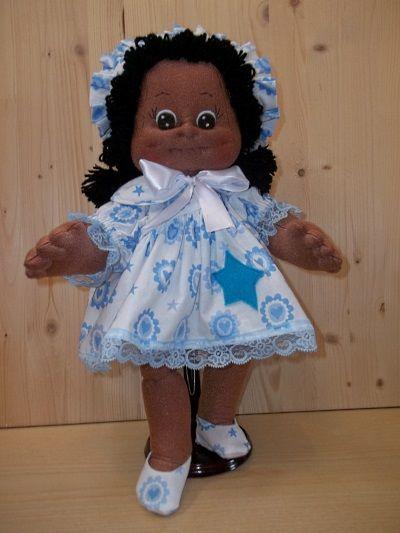 Bambola Linda. Nel link Tutorial e Cartamodelli bambole di stoffa, tutorial e cartamodelli bambole di stoffa scolpite ad ago, tutorial in PDF bambole di stoffa, cartamodelli abiti bambole.