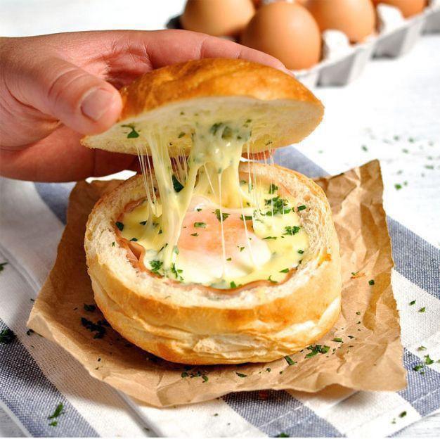 Pão Italiano Recheado com Queijo, Presunto e Ovo