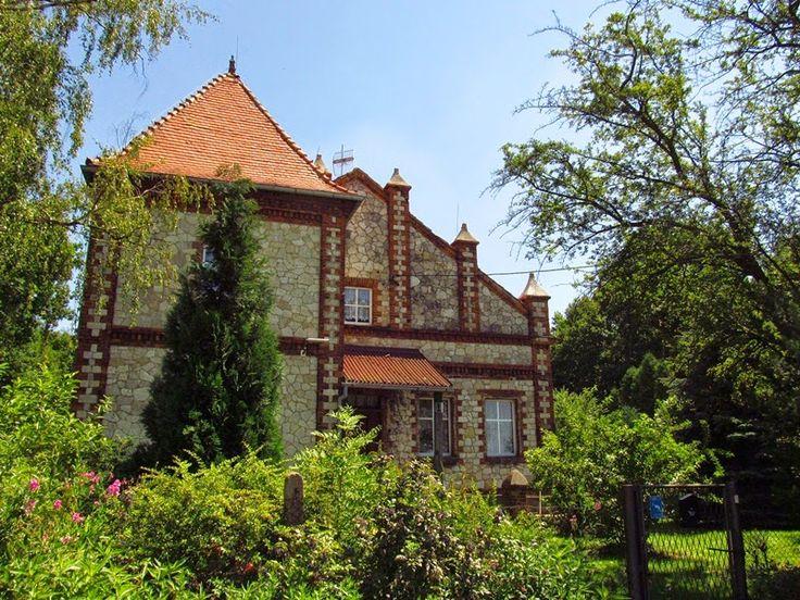 Leśniczówka w Ziemięcicach (województwo śląskie) wybudowana z początkiem XX wieku.