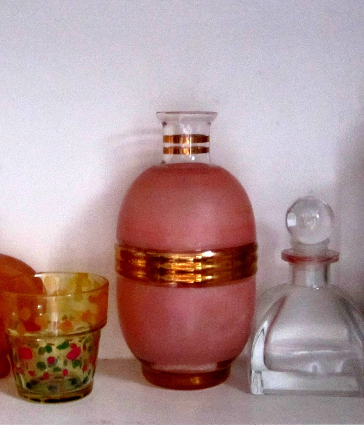 pretty pink & gold vase? ornamental? was from the GW // it has no markings...