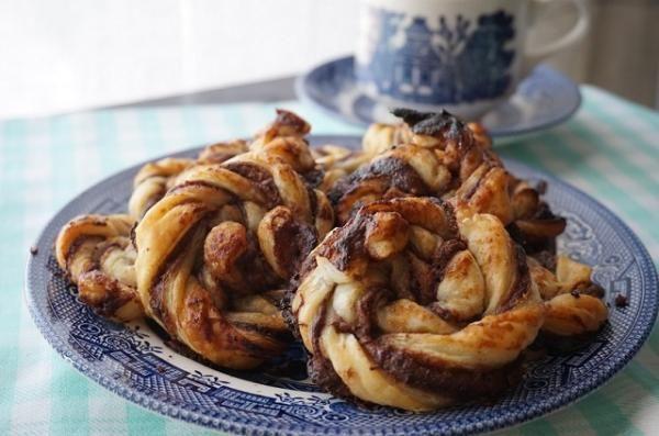 Aprende a preparar caracolas de hojaldre y Nutella con esta rica y fácil receta. En esta ocasión comparto con RecetasGratis unas caracolas de hojaldre rellenas de...