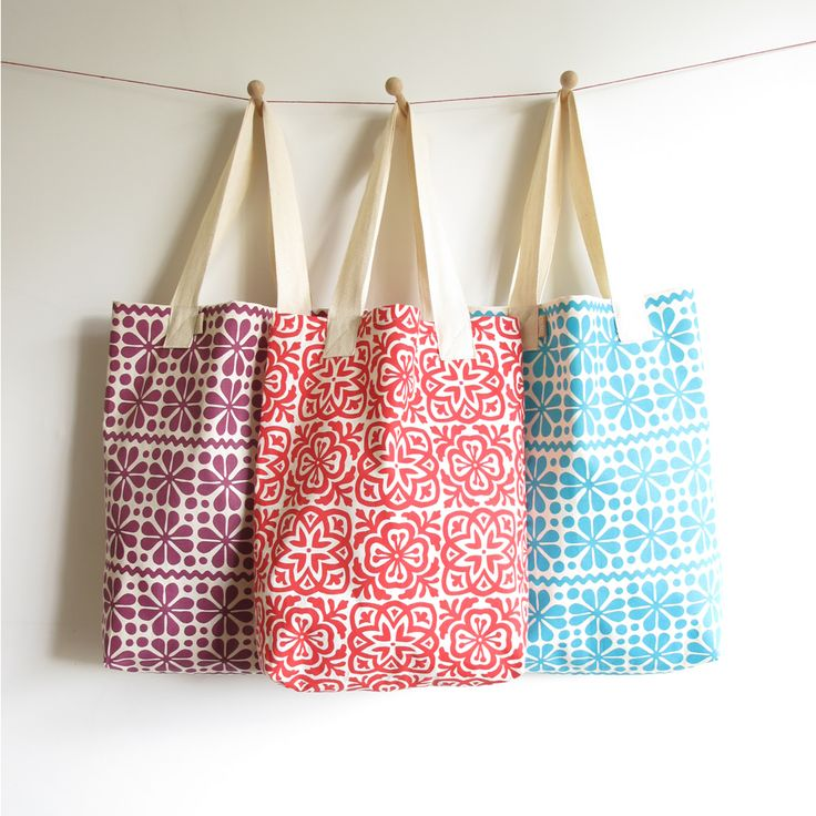 I've finally had a moment to write this quick and easy tutorial for turning one of my tea towels into a happy go lucky tote bag - perf...