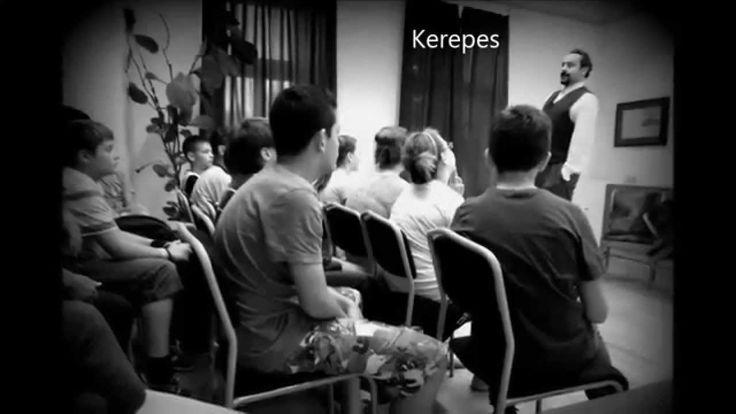 """""""Versszínház a suliban"""" magyar költőket (Petőfi, József Attila, Radnóti, Faludy, Pilinszky) rendhagyó módon bemutató versszínházi előadássorozatunk 2013/14-es összefoglalója!  Ajánljuk előadásainkat általános-, közép- és főiskoláknak. A megszervezésre lehetőség van az iskolán belül, de megfelelő helyszín hiányában a közeli művelődési intézményekben is."""
