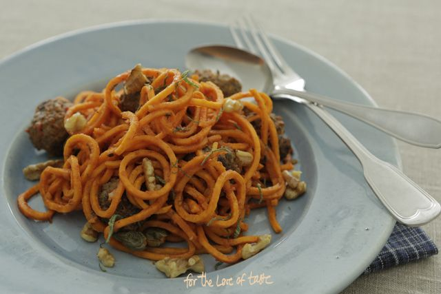 Eating wheat free or grain free food does not mean pasta is off themenu. On the contrary!  see full recipe on www.fortheloeoftaste.nl in ENG and in Dutch