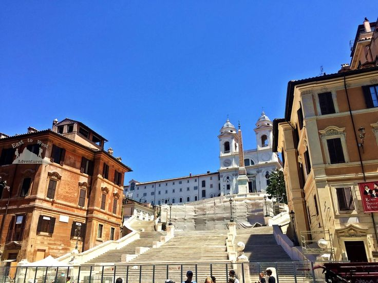 Spanish steps 🇮🇹💚المدرجات الاسبانية #easttowestadventures #travelbloggers #travelphotography #Rome #Vaticancity #pantheon #colusseum #stpetersbasilica #trevifountain #Italy #Europe #museums #trevifountain #makeawish #pontecestio #tiberriver  #تصويري #مدونة #سفر #سافر #مسافرون #مسافرون_العرب #مغامرات_من_الشرق__الى_الغرب  #ايطاليا #روما #الفاتيكان #نافورة_تريفي #بانثيون #كولوسيوم #اوروبا
