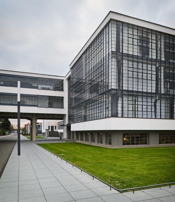 Bauhaus School, Dessau. Walter Gropius, 1926.